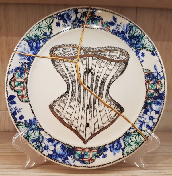 "Handpainted Corset Dish (""Kintsugi - Golden Joinery"") - Handpainted Corset Dish (""Kintsugi - Golden Joinery"")"